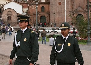 peru-tourist-police-cusco