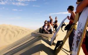 sandboarding-huacachina-min (1)